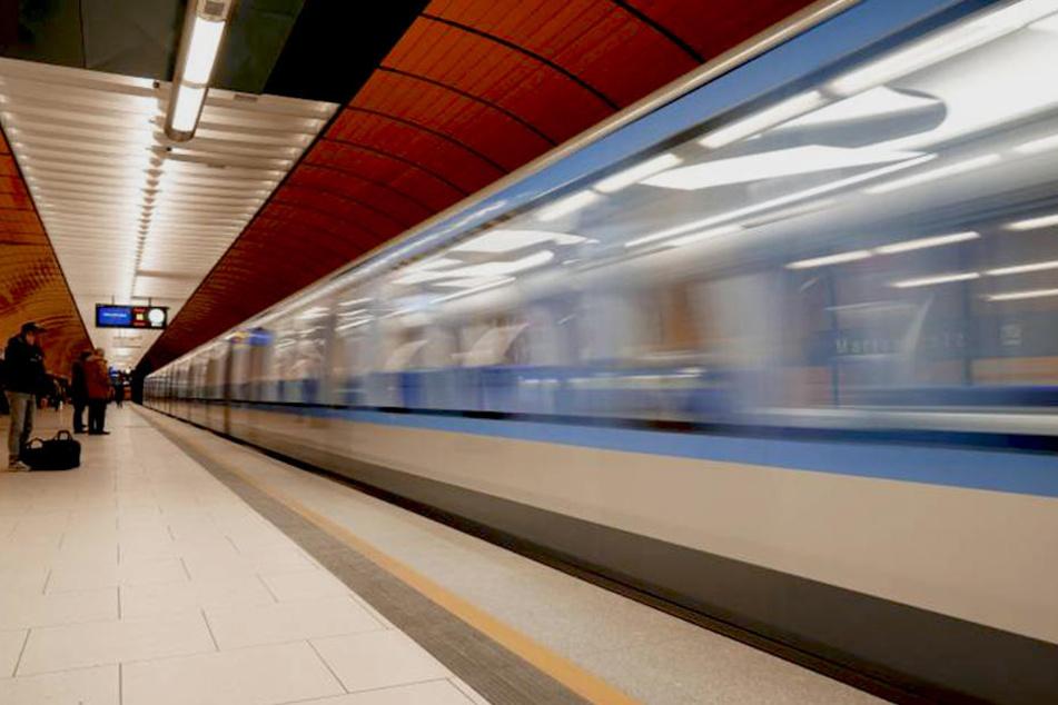 Der Senior versetzte einen kompletten U-Bahnhof in Angst und Schrecken.