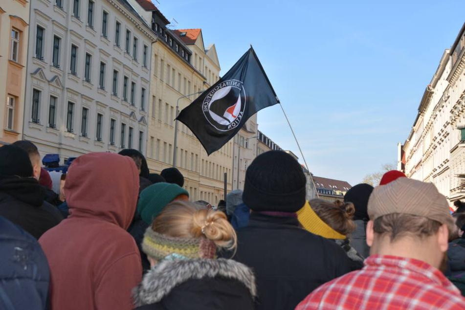 Zahlreiche Gegendemonstranten sammelten sich in der Brandstraße.