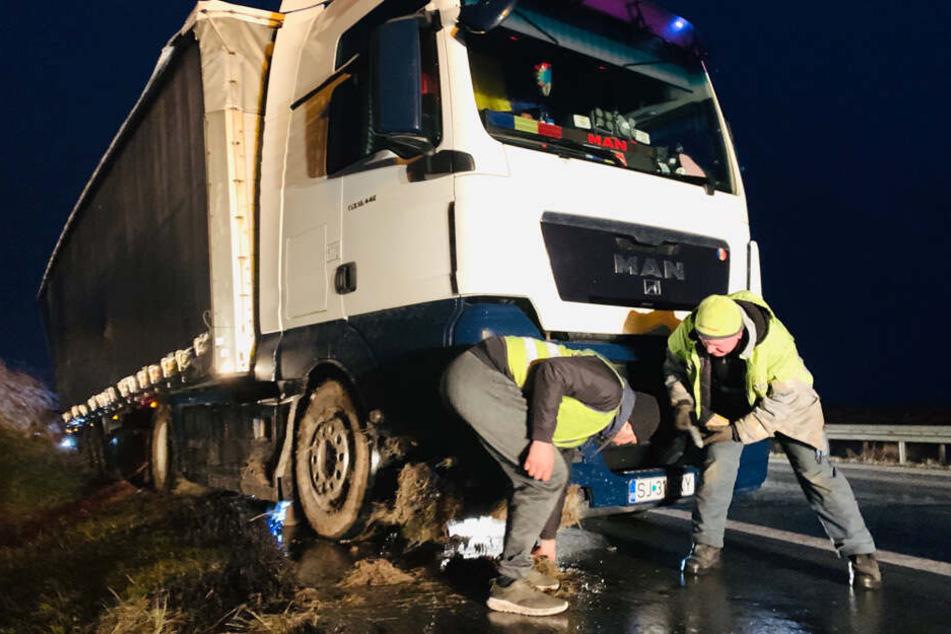 Unfall auf A17 bei Pirna: Lkw von Windböen erfasst und in Straßengraben gedrückt