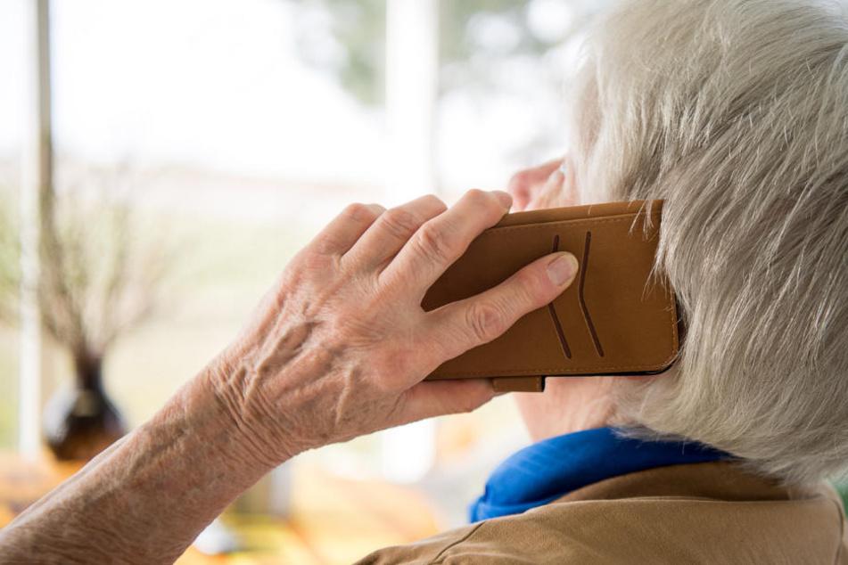 Eine 85 Jahre alte Seniorin ist nicht auf die Betrugsmasche hereingefallen. (Symbolbild)