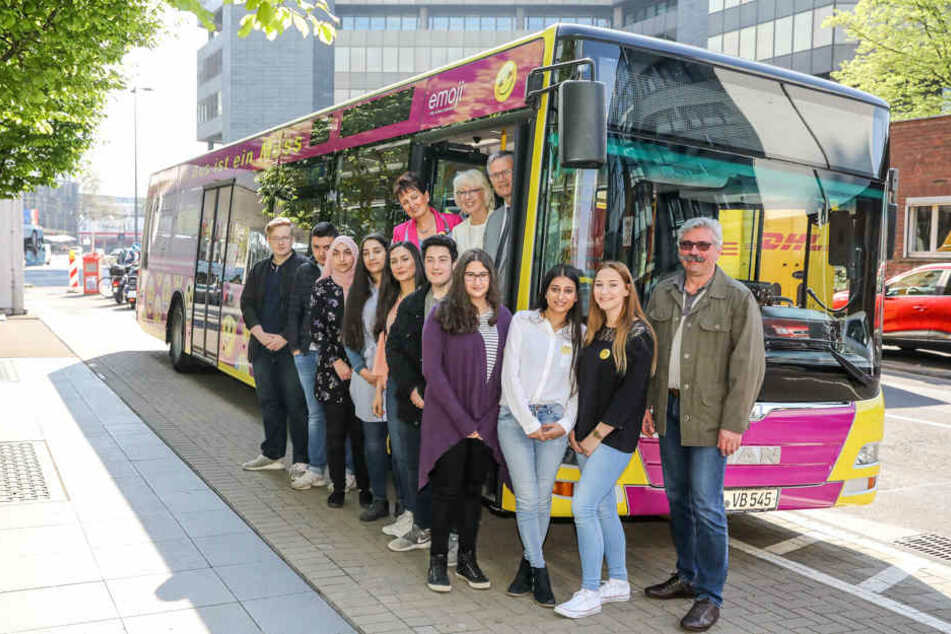 Schüler gestalten KVB-Bus für ein besseres Miteinander