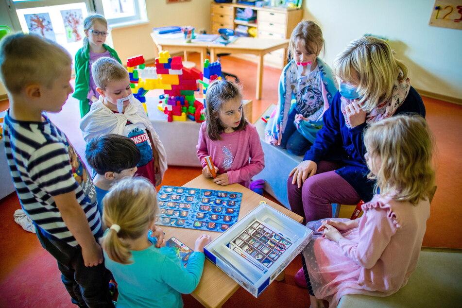 Die Kinderbetreuung wird in Chemnitz teurer. Wie teuer, entscheidet der Stadtrat im Juni. (Symbolbild)