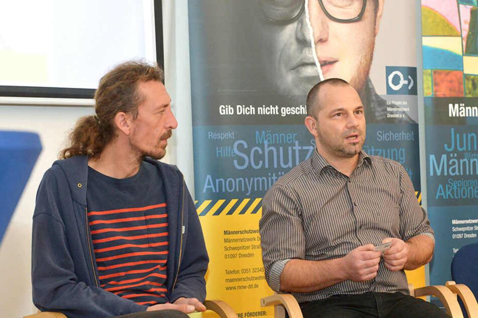 Setzen sich für männliche Opfer häuslicher Gewalt ein: Sozialarbeiter Sascha Möckel (40, l.) vom Männernetzwerk Dresden und Enrico Damme (47) von der Landesfachstelle Männerarbeit.