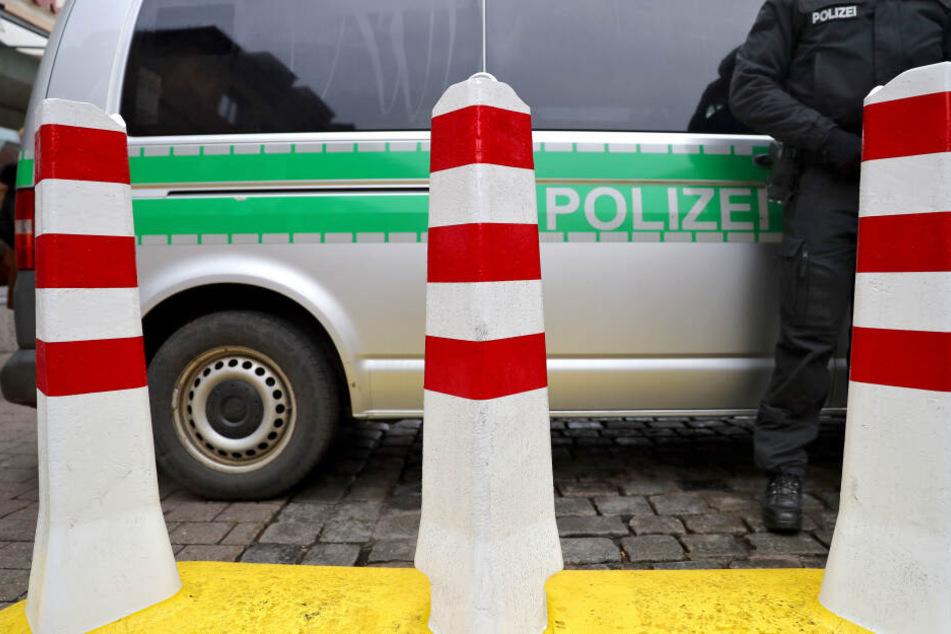 München: Mann wird nach Festnahme von Polizeibus überrollt