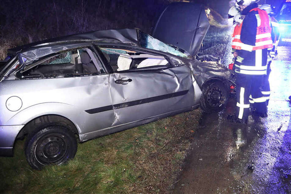 Stau-Chaos! Ford-Fahrer überschlägt sich auf A17 und flüchtet
