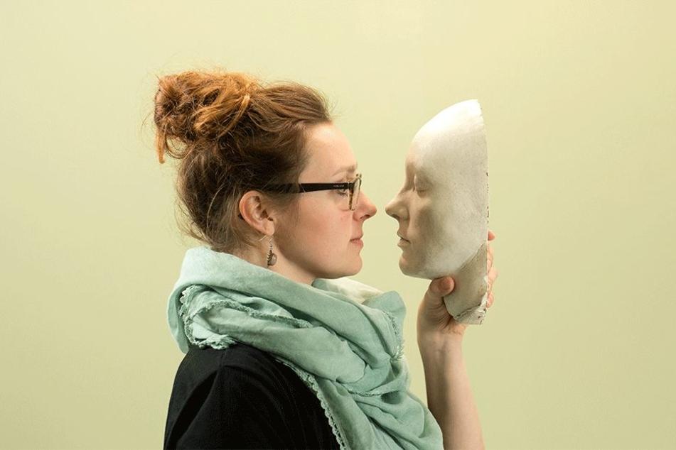 Wer sich selbst als Skulptur sehen möchte, kann sein Gesicht bei Theresa in Gips gießen lassen.
