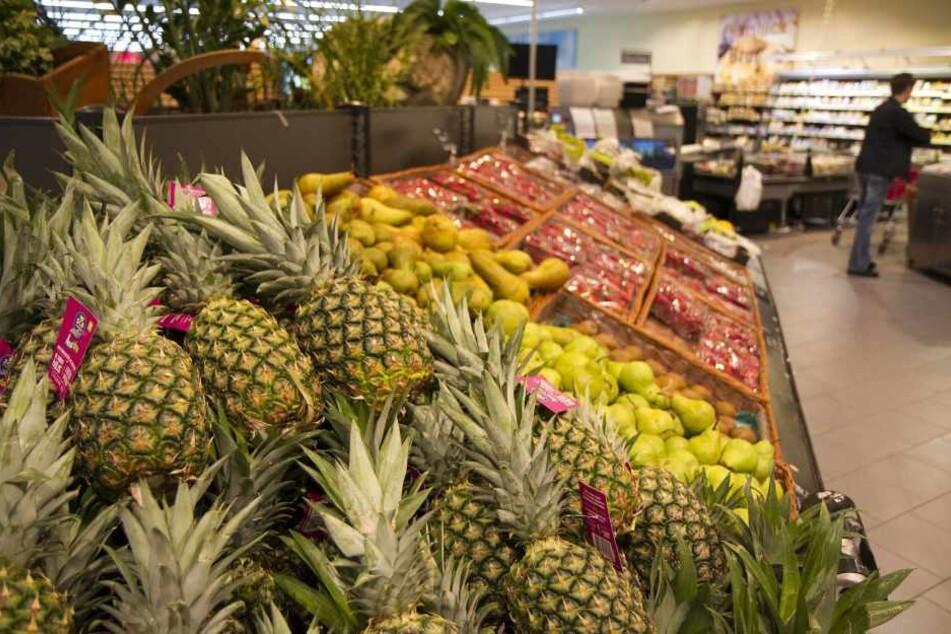 Ein Mitarbeiter eines Logistikzentrums fand die rund 100 Kilogramm Kokain in Ananaskisten von Edeka versteckt.