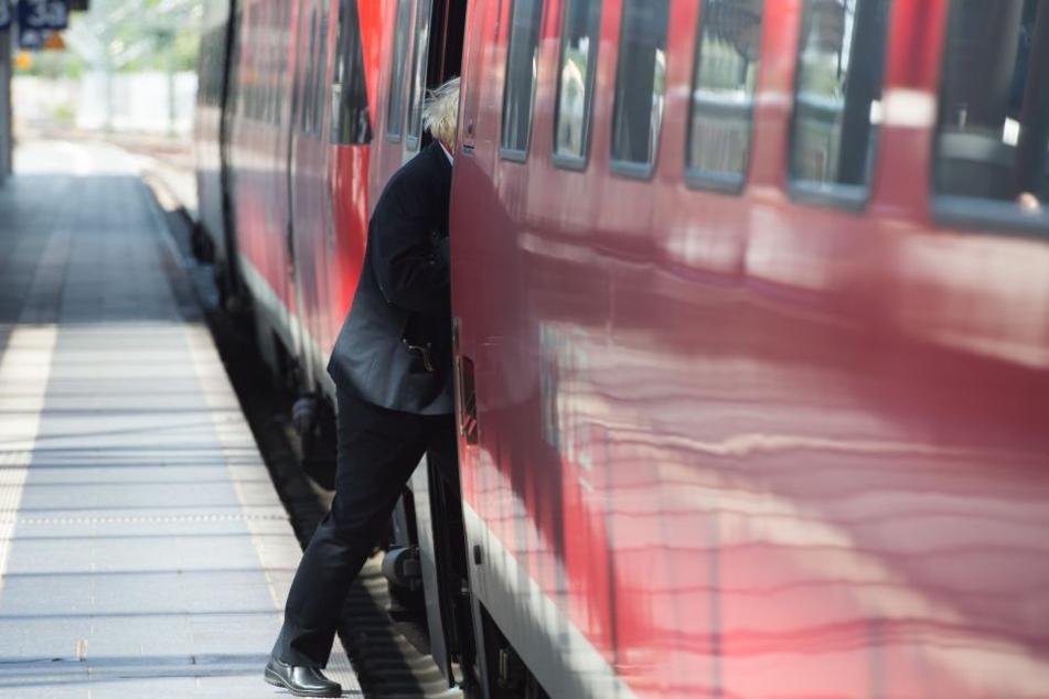 Eine Zugbegleiterin informierte die Polizei.