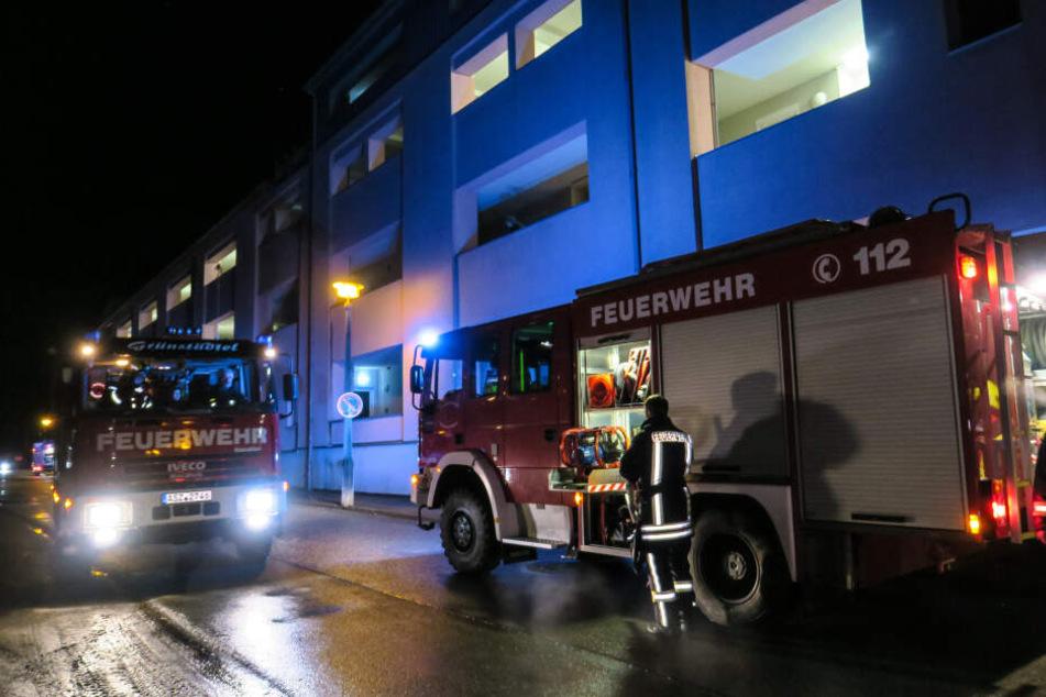 Die Feuerwehren aus Schwarzenberg und Umgebung wurden am Dienstagabend in die Robert-Koch-Straße zur Seniorenresidenz gerufen.