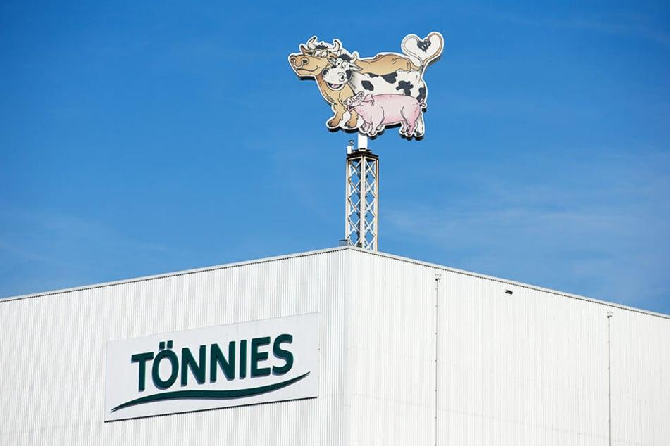 Blieck auf eine Produktionshalle der Tönnies Unternehmensgruppe in Rheda-Wiedenbrück.