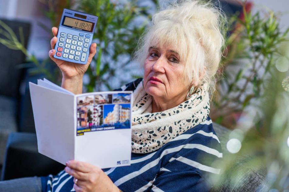 Renate Tonder (67) berechnete die maximal mögliche Nettokaltmiete für ihre Wohnung anhand des neuen Mietspiegels.