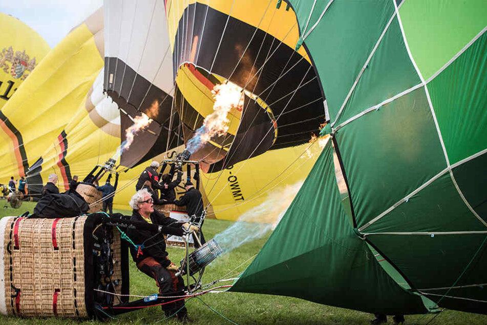 Um 7 Uhr am Dienstagmorgen starteten die Heißluftballon-Fahrer.
