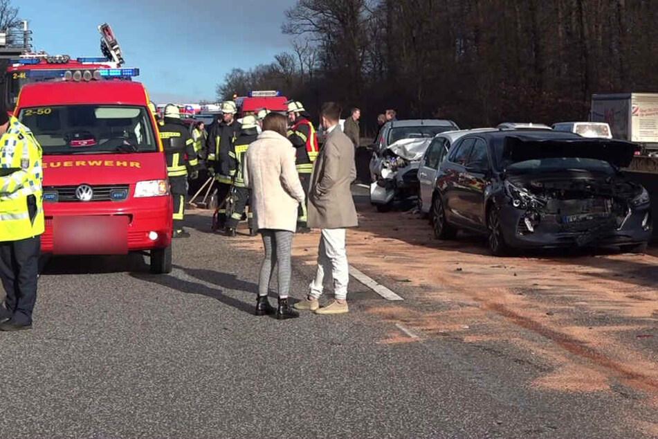 Massen-Crash auf der A5: Rettungs-Hubschrauber muss landen