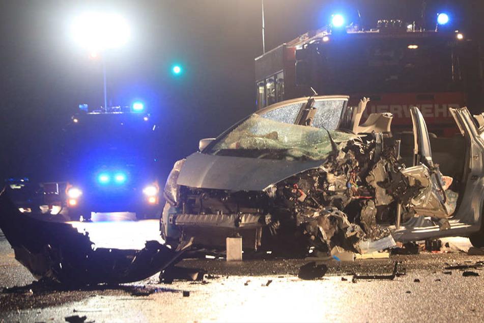 Sechs Verletzte bei heftigem Frontal-Crash, darunter zwei Kinder
