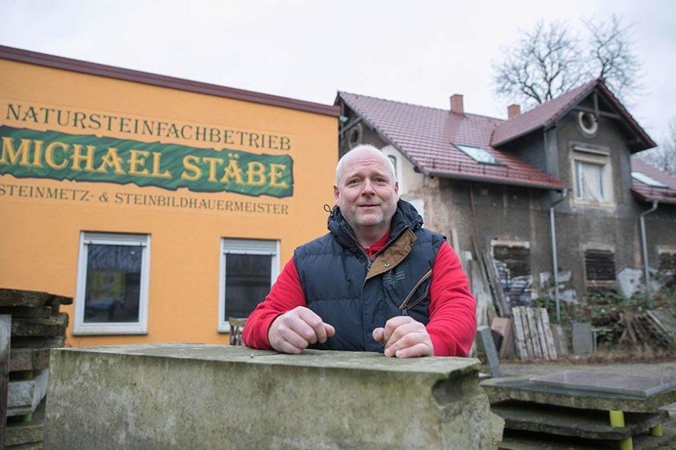 Steinmetz Michael Stäbe (49) will mit seiner Firma auf dem Hafencity-Areal bleiben.