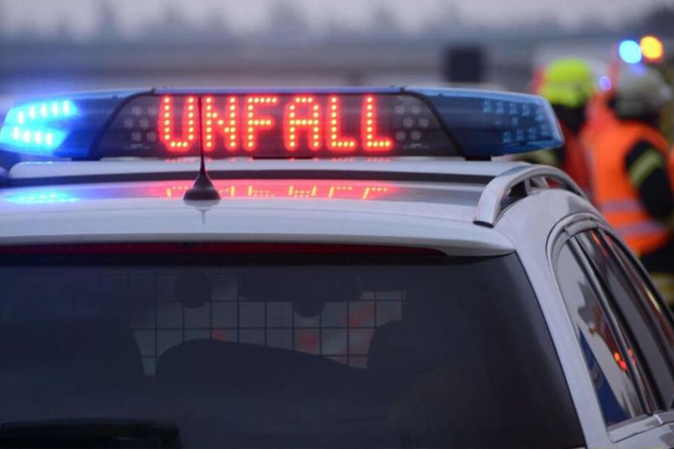 Auf der Flucht vor einer Verkehrskontrolle im sächsischen Oschatz hat ein 20-Jähriger mit einem gestohlenen Audi einen Unfall verursacht. (Symbolbild)