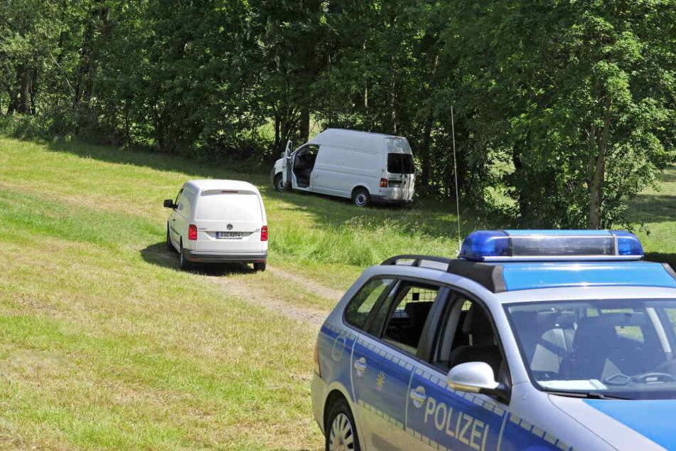 Ein Mann hatte das tote Baby entdeckt, Polizei und Spurensicherung untersuchten den Fundort stundenlang.