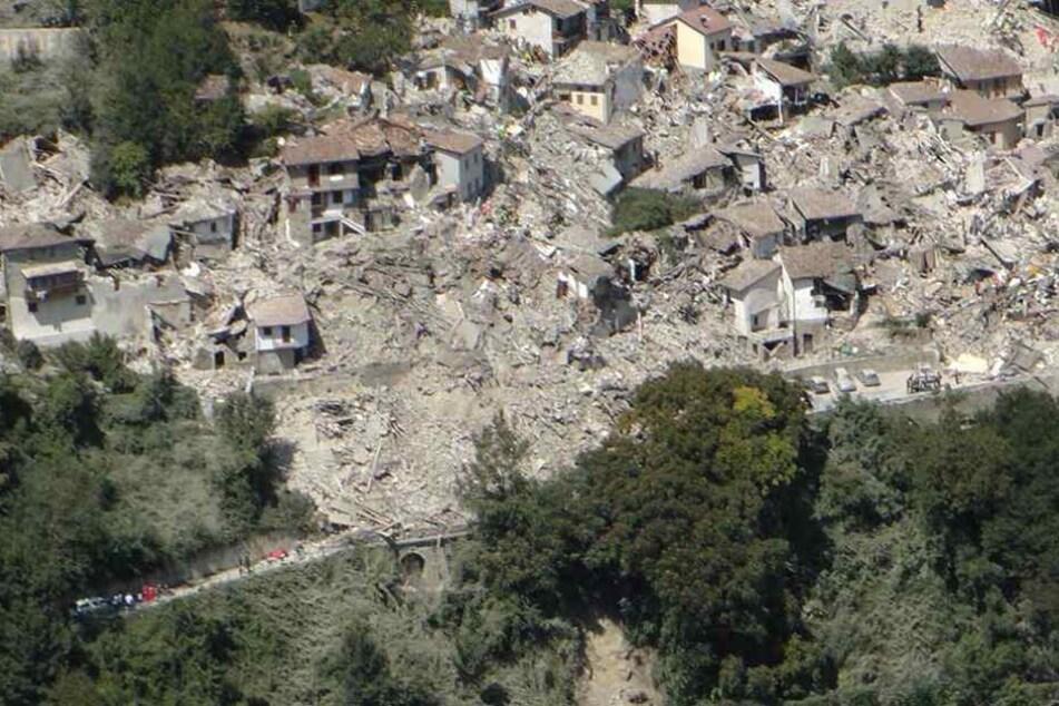 Der Ort Pescara del Tronto in der Region Marken liegt komplett in Trümmern.