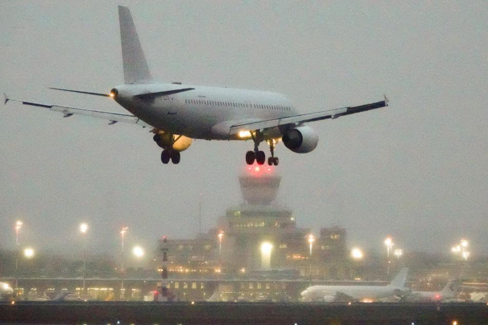 In Schönefeld gestartet, legte ein Flugzeug in Tegel einen Zwischenstopp ein. (Symbolbild)