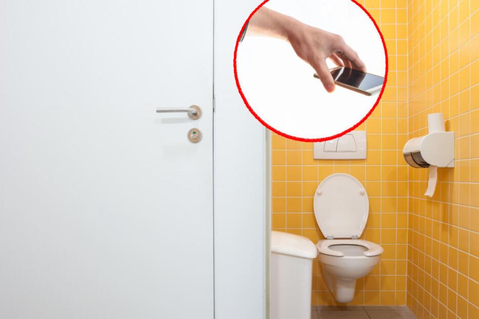 Der Mann filmte die Frau über die Toilettentrennwand hinweg. (Symbolbild)
