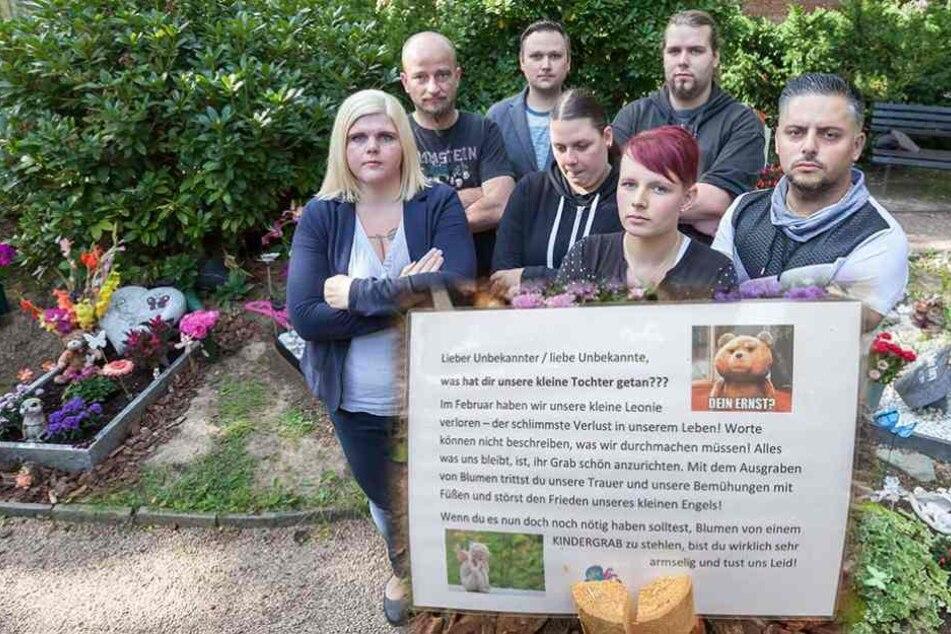 Eltern schreiben Kindergrab-Räubern herzzerreißenden Brief