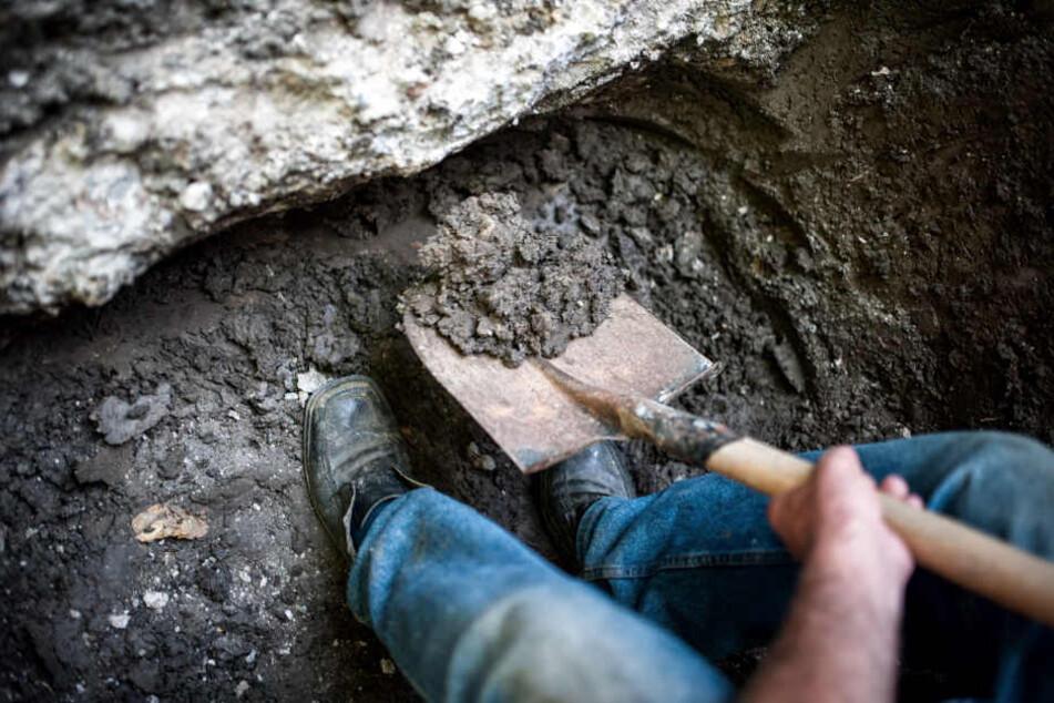 Die Polizei entdeckte ein Grab mit etwa 200 Leichen. (Symbolbild)