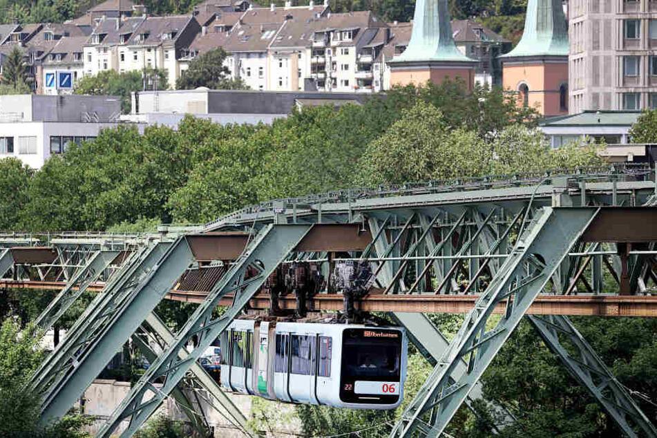 Im November 2018 war an der Hochbahn eine Stromschiene auf mehreren Hundert Metern Länge herabgestürzt.