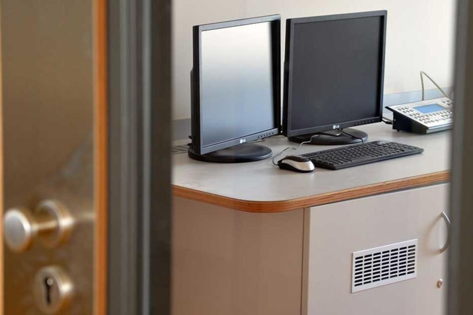 Mit speziellen Internetzugängen sollen Gefangene bald Deutschkurse belegen können.