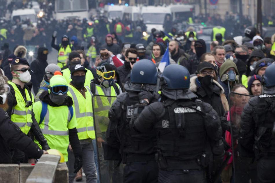 In Frankreich ist es erneut zu heftigen Auseinandersetzungen gekommen.