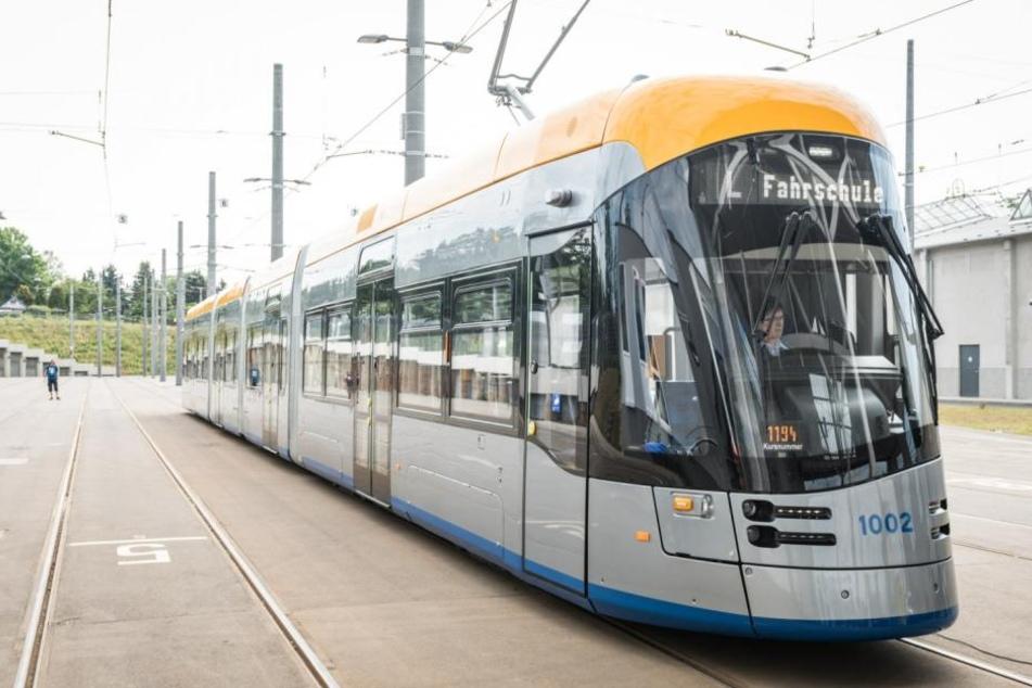 38 Meter lang, Platz für 220 Fahrgäste: 41 der neuen XL-Trams sollen bis 2020 durch Leipzig rollen.