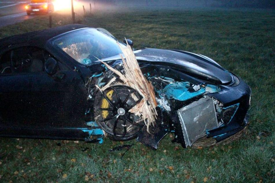 Der Porsche Spyder wurde bei dem Unfall stark beschädigt.