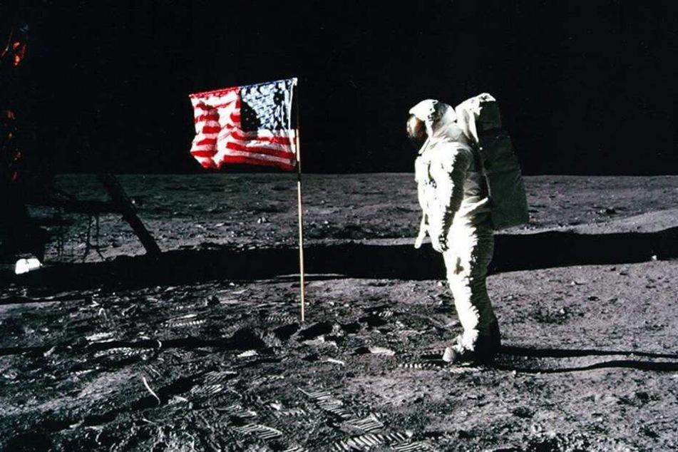 """Wehende US-Flagge trotz fehlender Mond-Atmosphäre - war die Mondlandung von """"Apollo 11"""" nur ein Fake?"""