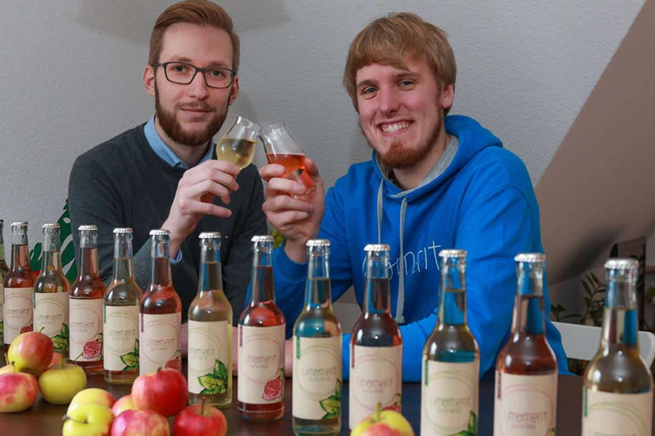 Moritz Kinder (li.) und Janosch Kriesten (re.) wollen ihre Chance, sich mit ihrer Limonade auf dem deutschen Markt beweisen zu können, nutzen.