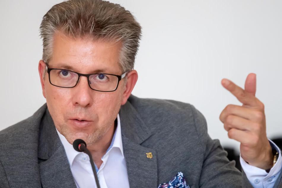 """Bürgermeister Ralph Burghart (49, CDU) äußerte sich erstmals zum Thema """"Schandfleck-Villa"""". Seit Jahren wird um die Zukunft des ehemaligen Kontorhauses der Firma Richard Graßmann gestritten."""