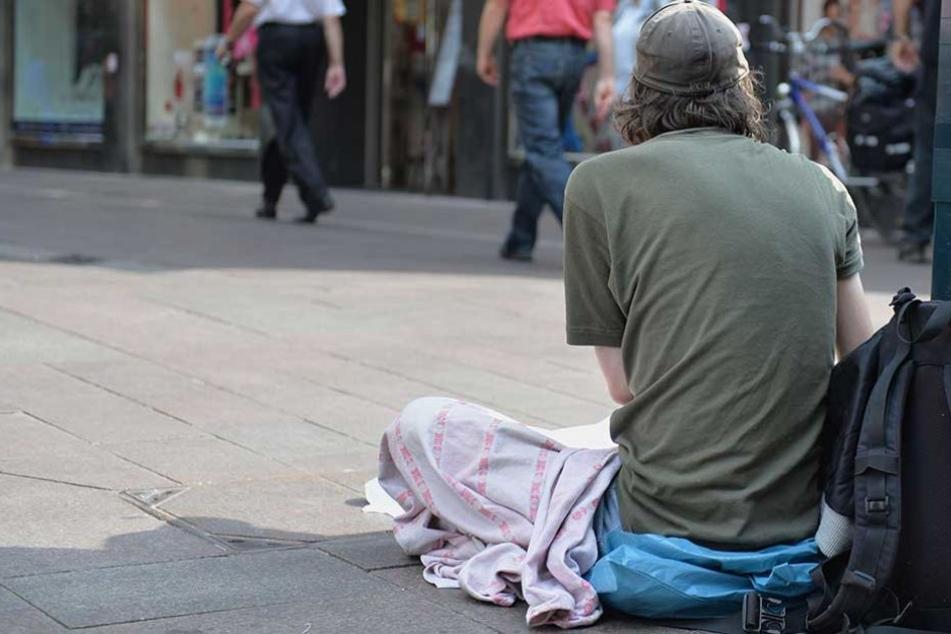 Wurde ein Obdachloser Opfer eines fieses Scherzes?