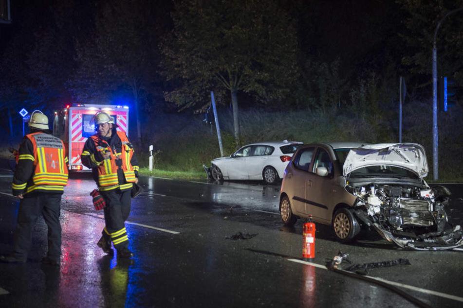 Beide Autos wurden beim Unfall erheblich beschädigt.