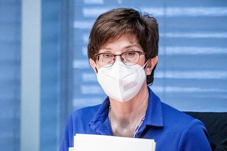Verteidigungsministerin Annegret Kramp-Karrenbauer (58, CDU) findet deutliche Worte.