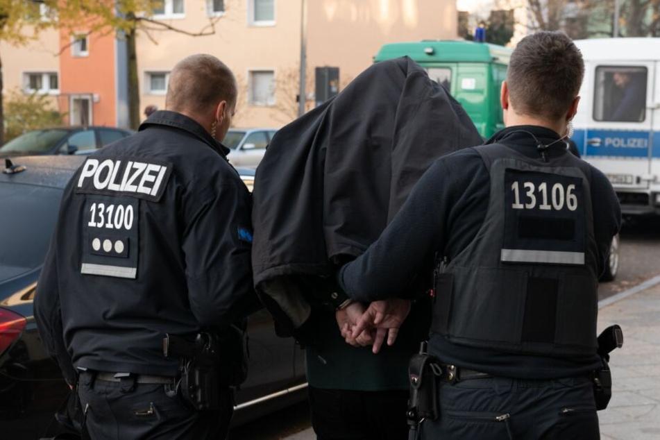 Mehrere Männer wurden festgenommen. (Symbolbild)