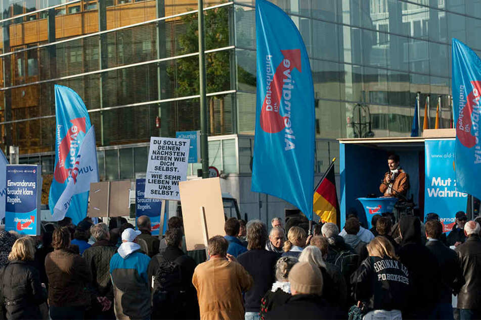 Ähnlich wie hier bei einer Kundgebung in Berlin könnte es am 5. November in Bielefeld aussehen.