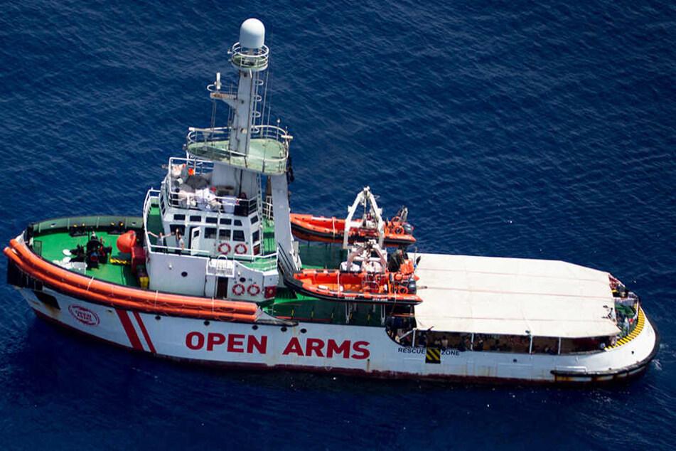 """Das Rettungsschiff """"Open Arms"""" der Hilfsorganisation Proactiva Open Arms liegt im Mittelmeer vor der Küste der Insel Lampedusa."""