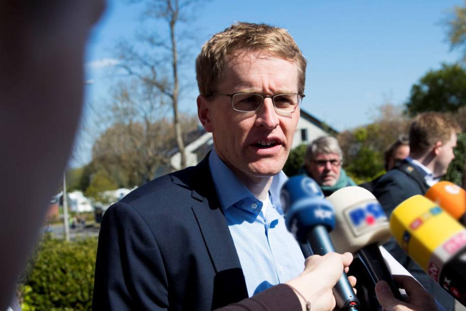 """""""Wunder von der Waterkant"""": Gewinner laut Prognosen Daniel Günther (43, CDU) mit 33 Prozent."""
