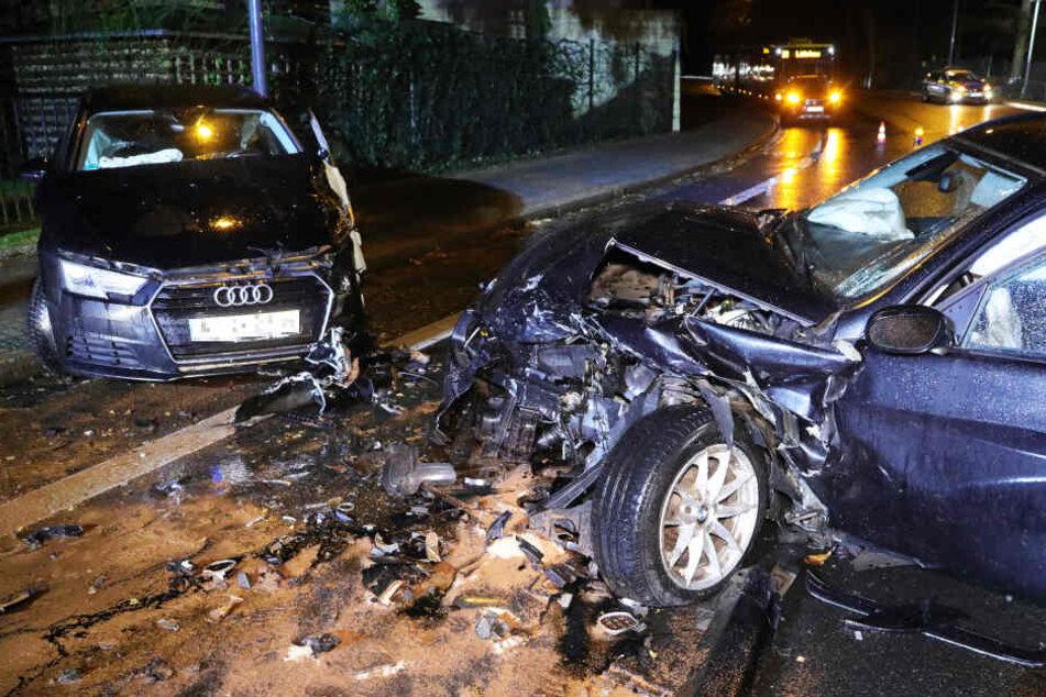 Die Autos erlitten großen Schaden.