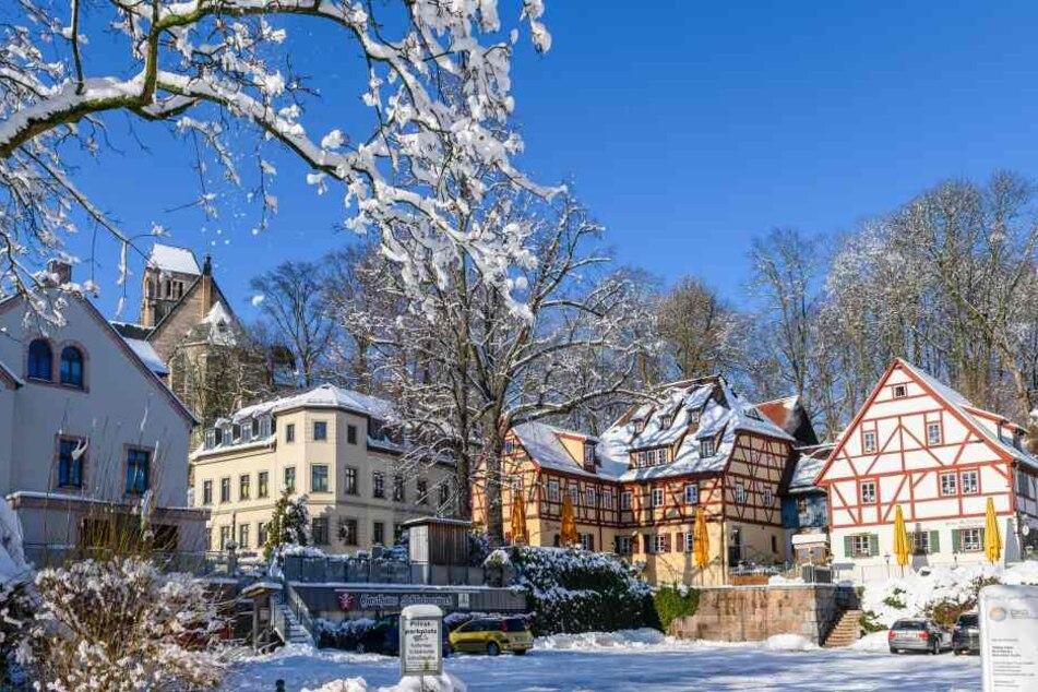 Blauer Himmel, Sonnenschein: Der Schlossberg als Winterwunderland.