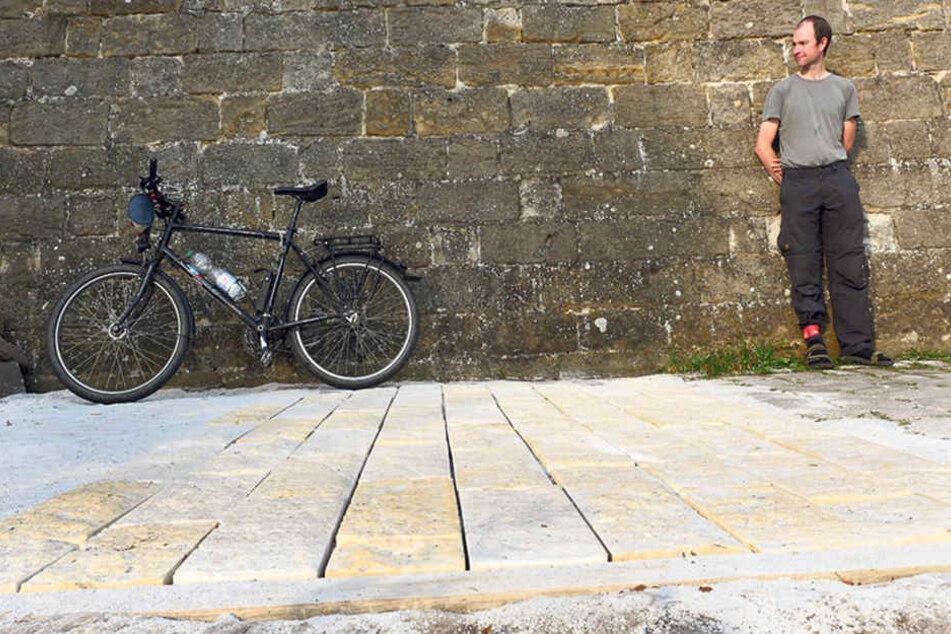 Nils Larsen vom Allgemeinen Deutschen Fahrrad-Club Dresden (ADFC) fordert einen befahrbaren Belag für den Körnerweg.