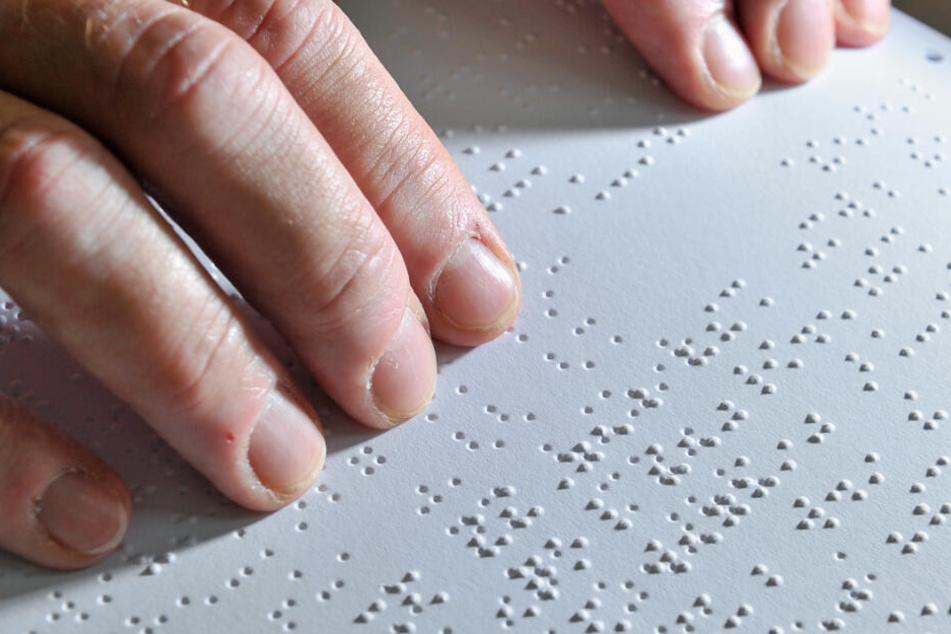 Louis Braille entwickelte die Schrift für Blinde im Jahr 1825.