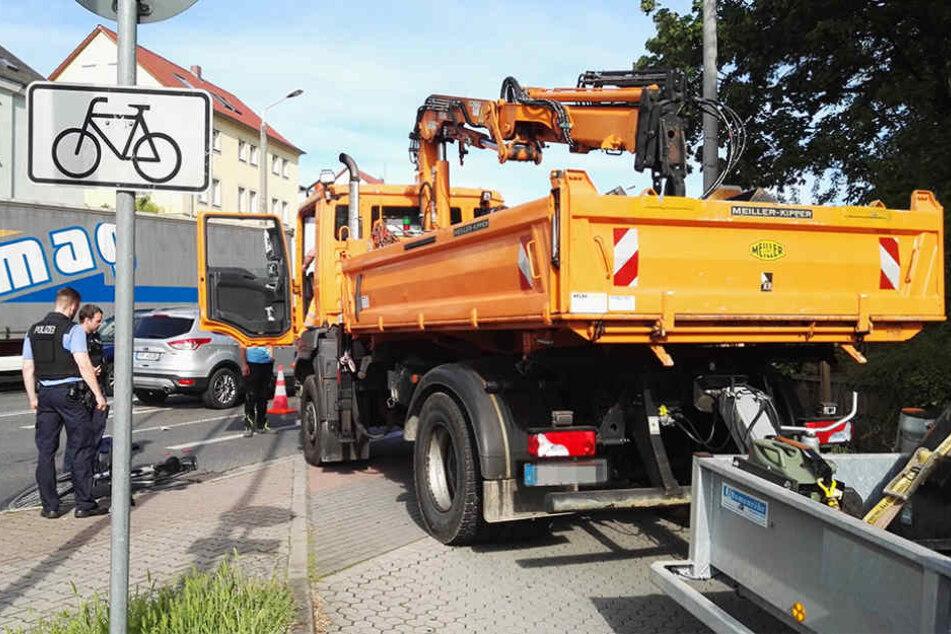 Auf der Meißner Landstraße erfasste ein Laster einen Radfahrer.