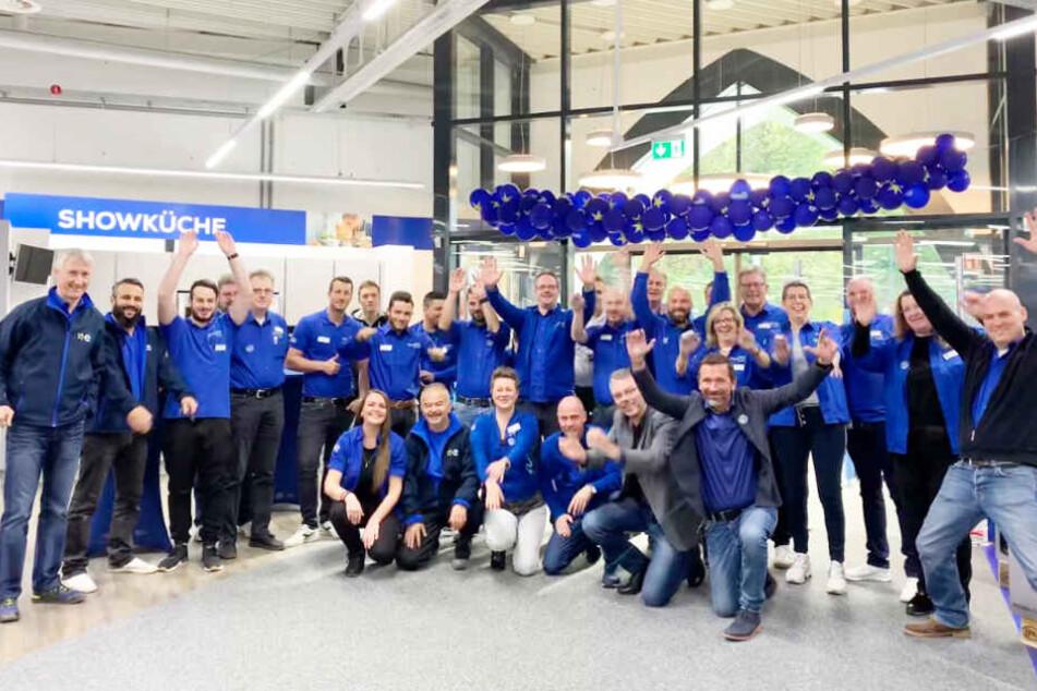 Das Team freut sich über neue Mitarbeiter im Küchenverkauf.