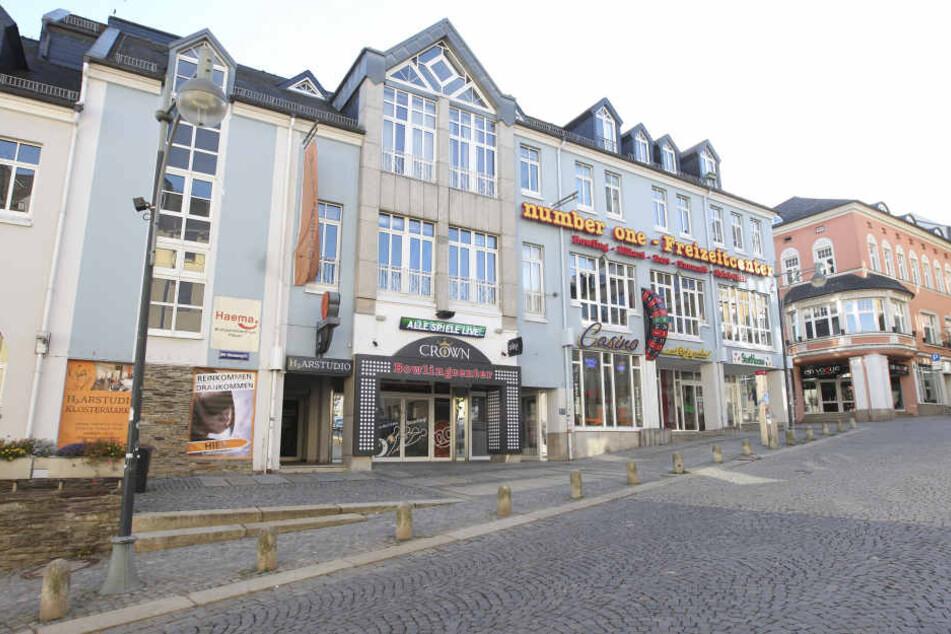 """Zehn bewaffnete Personen stürmten am Mittwoch den """"Crown Club"""" in Plauen."""