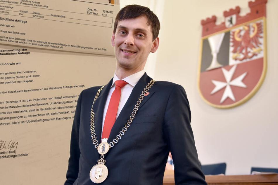 Bezirksbürgermeister Martin Hikel (32, SPD) und die mündliche Anfrage samt Antwort. (Bildmontage)