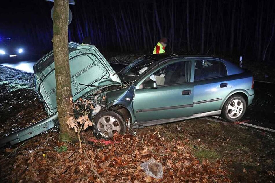 Der Opel dürfte Totalschaden haben.